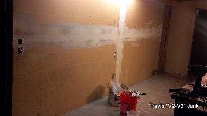 Wall paining filling in wall joints with mud