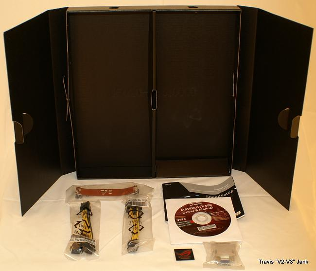 ASUS Matrix GTX 580 Platinum retail box accessories