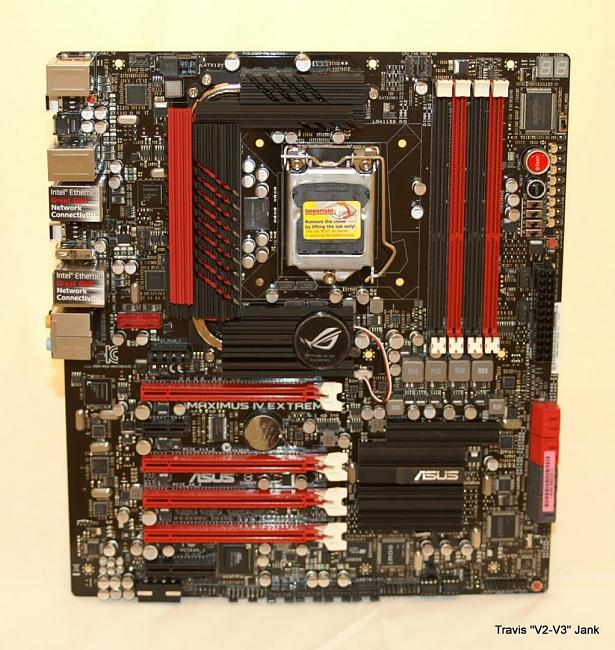 Maximus IV Extreme-z full view of the front of the motherboard