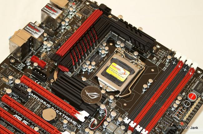 Maximus IV Extreme-z motherboard heat sink