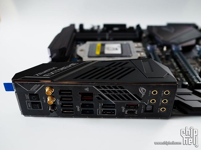 Click image for larger version.  Name:ASUS-X399-Zenith-Extreme-32.jpg Views:5 Size:148.9 KB ID:66197