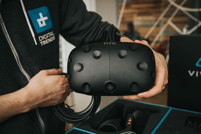 Click image for larger version.  Name:HTC-VIVE-Box-Set-front-full.jpg Views:1 Size:144.7 KB ID:57338
