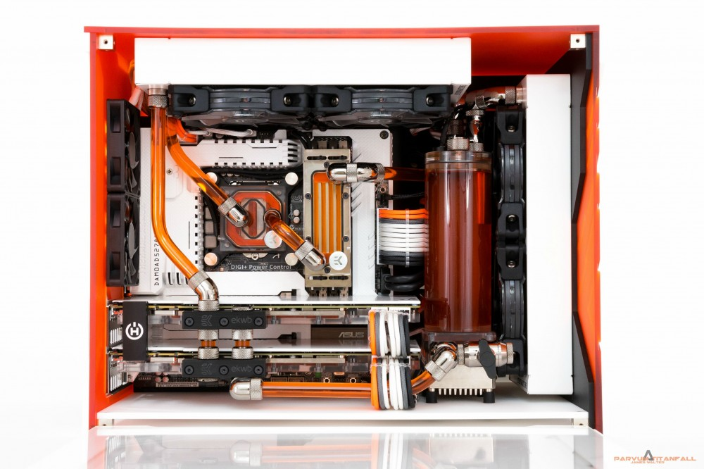 PC Mod Thermal Armor Grpyhon Z87 Parvum Intel Core i5 4670k Titanfall ...: http://rog.asus.com/323612014/asus-tuf-motherboards/epic-mod-grab-your-armor-your-titan-is-ready/